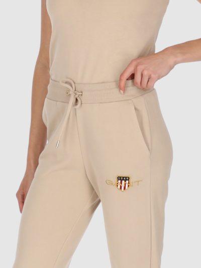GANT – ARCHIVE SHIELD SWEAT PANT מכנס טרנינג בצבע בז'  דגם