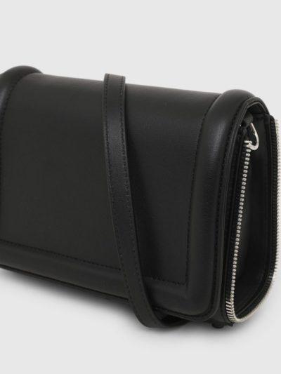 DIESEL – תיק עור שחור קטן עם דיטייל רוכסן דגם YBYS S