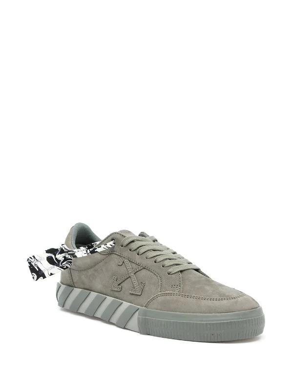 OFF-WHITE - נעליים בצבע ירוק זית דגם LOW TOP VULCANIZED SNEAKERS